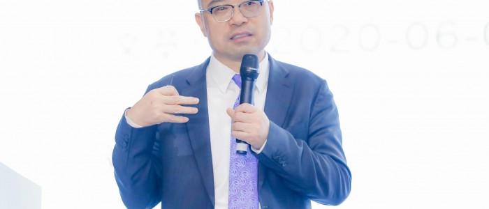 杨春宝律师在陆家嘴金融法律高峰论坛作主题演讲